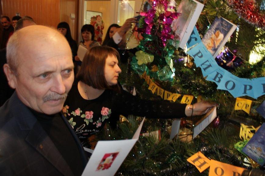 Депутаты Добропольского райсовета раздали подарки от Святого Николая детям-переселенцам (ФОТО), фото-10