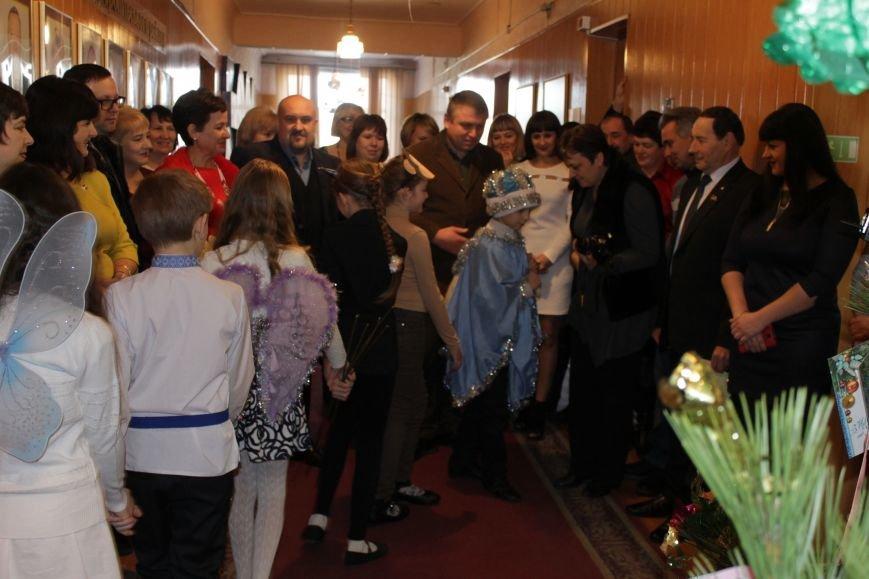 Депутаты Добропольского райсовета раздали подарки от Святого Николая детям-переселенцам (ФОТО), фото-2