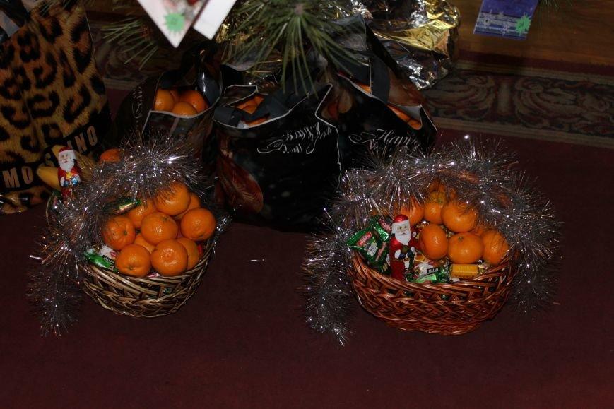 Депутаты Добропольского райсовета раздали подарки от Святого Николая детям-переселенцам (ФОТО), фото-8