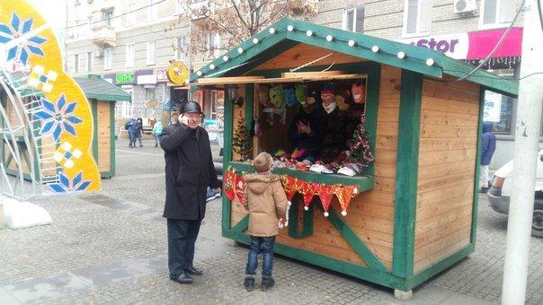 Рождественский городок на Европейской площади в Днепропетровске принимает первых посетителей (ФОТО), фото-1