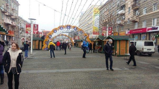 Рождественский городок на Европейской площади в Днепропетровске принимает первых посетителей (ФОТО), фото-3