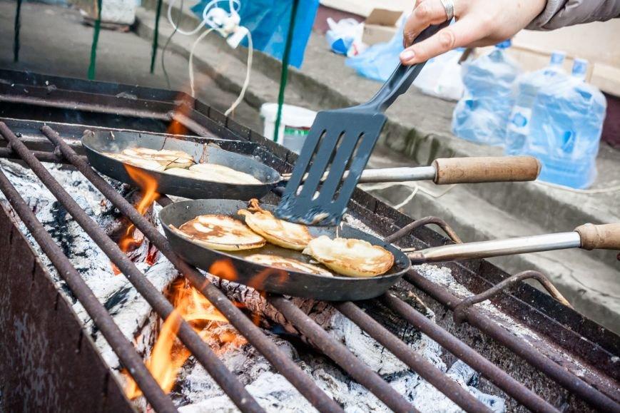 В парке Островского ростовчан угощают чаем и горячими блинами, фото-1