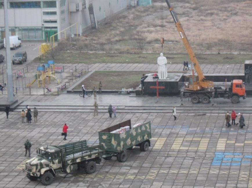 В Мариуполе завершилась установка памятника Святославу Храброму (ФОТО), фото-2