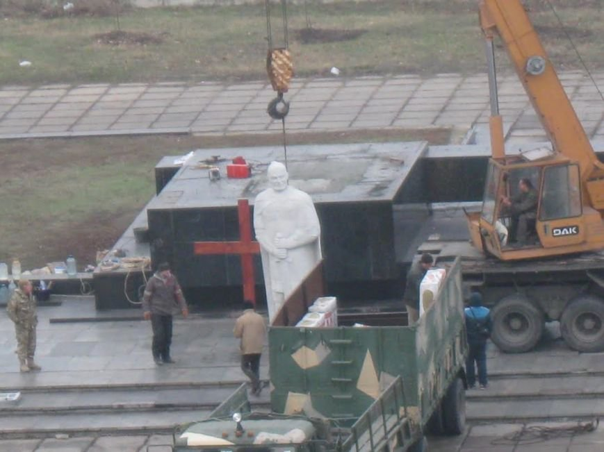 В Мариуполе завершилась установка памятника Святославу Храброму (ФОТО), фото-6