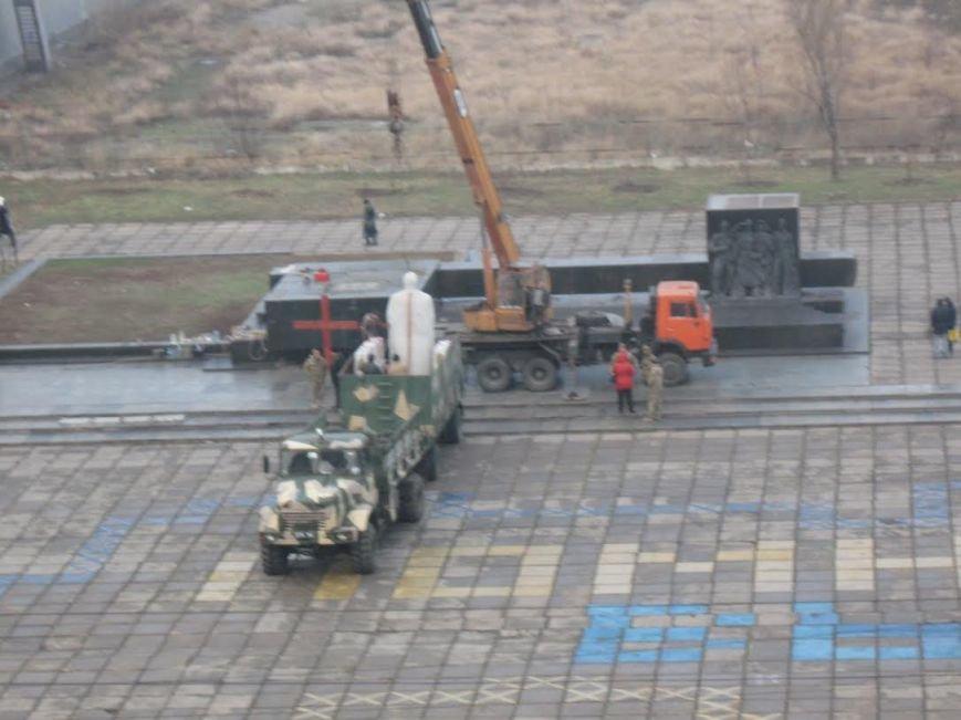 В Мариуполе завершилась установка памятника Святославу Храброму (ФОТО), фото-3