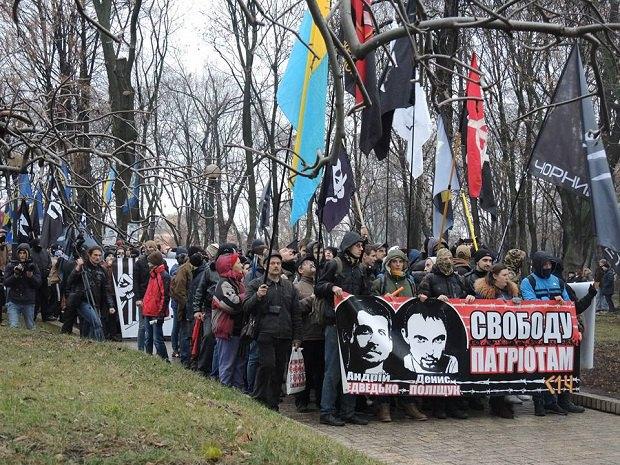 В центре Киева проходит марш в поддержку подозреваемых в убийстве Бузины (ФОТО) (фото) - фото 1