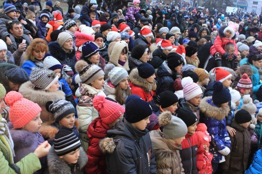 В Артемовске-Бахмуте предпраздничное настроение: на  центральной площади зажгли огни новогодней елки (ФОТОРЕПОРТАЖ), фото-9