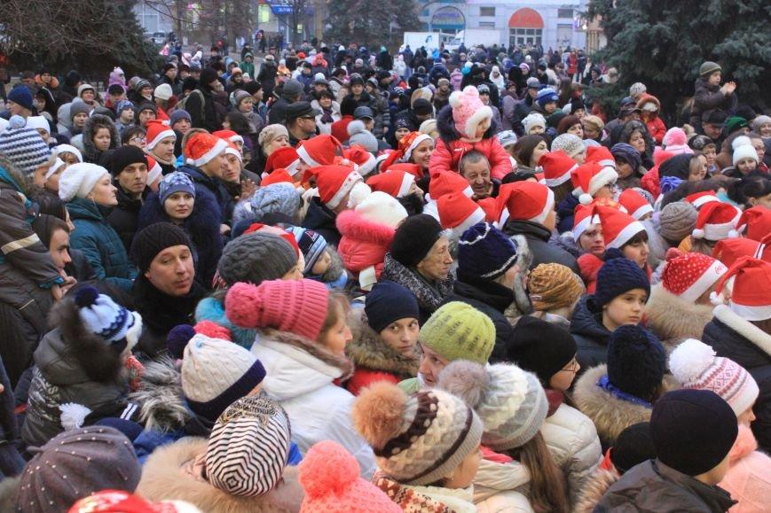 В Артемовске-Бахмуте предпраздничное настроение: на  центральной площади зажгли огни новогодней елки (ФОТОРЕПОРТАЖ), фото-13