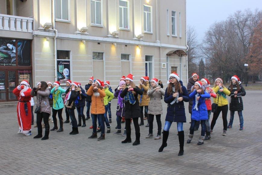 В Артемовске-Бахмуте предпраздничное настроение: на  центральной площади зажгли огни новогодней елки (ФОТОРЕПОРТАЖ), фото-4