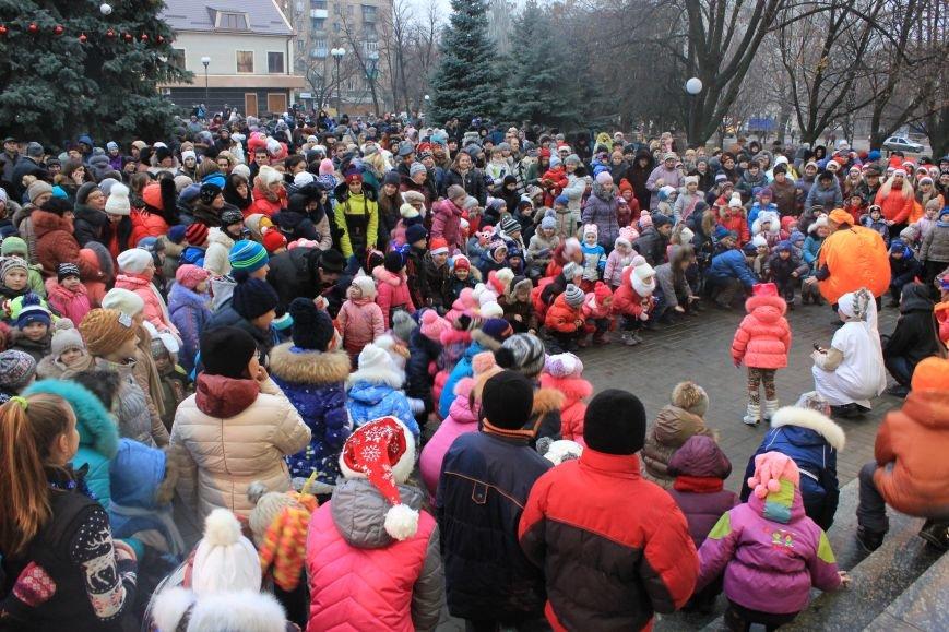 В Артемовске-Бахмуте предпраздничное настроение: на  центральной площади зажгли огни новогодней елки (ФОТОРЕПОРТАЖ), фото-6