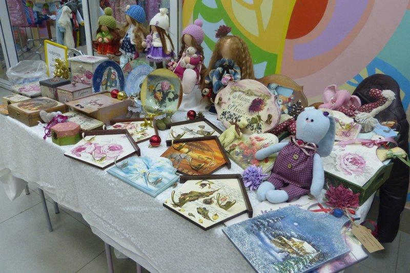 Выставка очаровательных подарков ручной работы «Новогодняя сказка» в «Радуге» радует глаз и дарит ощущение праздника (фото) - фото 2