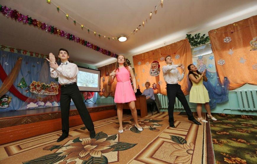 Аксенов поздравил с Днем святого Николая учащихся Симферопольской школы-интерната и пообещал им новую спортплощадку (ФОТО) (фото) - фото 4