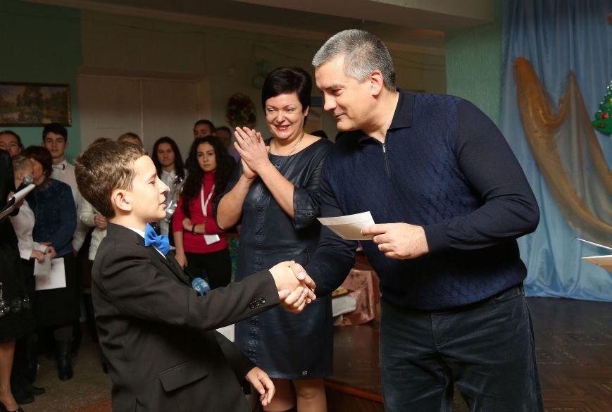 Аксенов поздравил с Днем святого Николая учащихся Симферопольской школы-интерната и пообещал им новую спортплощадку (ФОТО) (фото) - фото 3