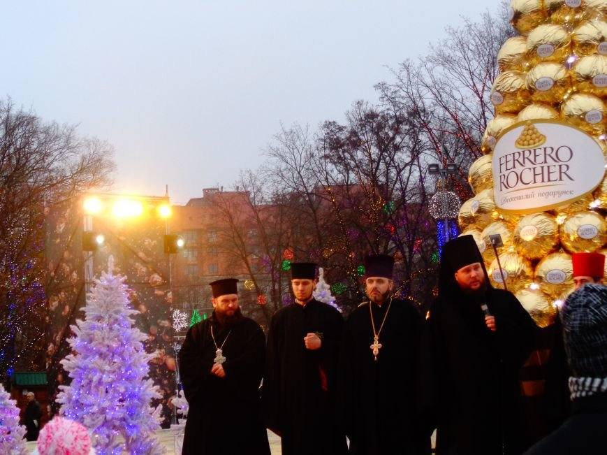 В Днепропетровске открылась областная ёлка (ФОТО, ВИДЕО) (фото) - фото 4