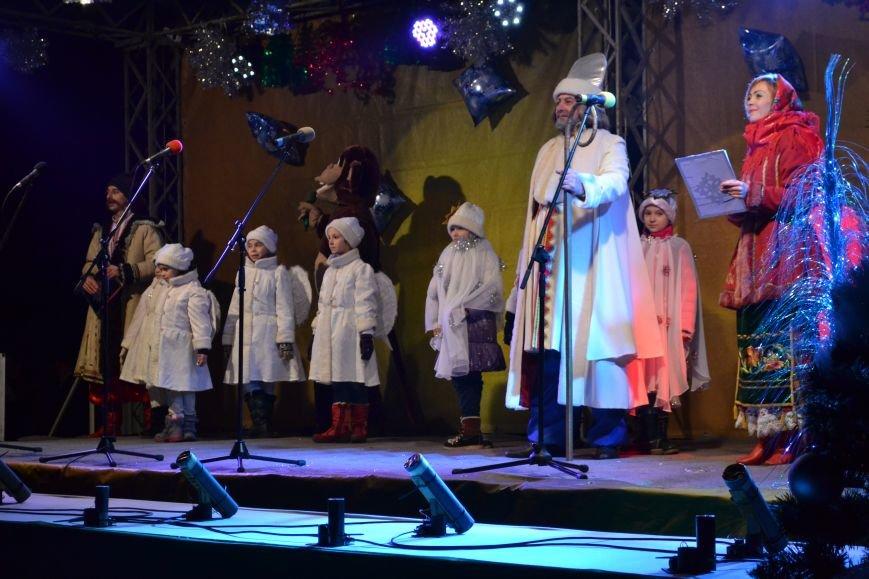В Днепродзержинске открыли центральную новогоднюю ёлку, фото-22