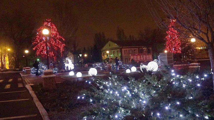 В Мариуполе комбинат им. Ильича сияет новогодней иллюминацией (ФОТО), фото-2