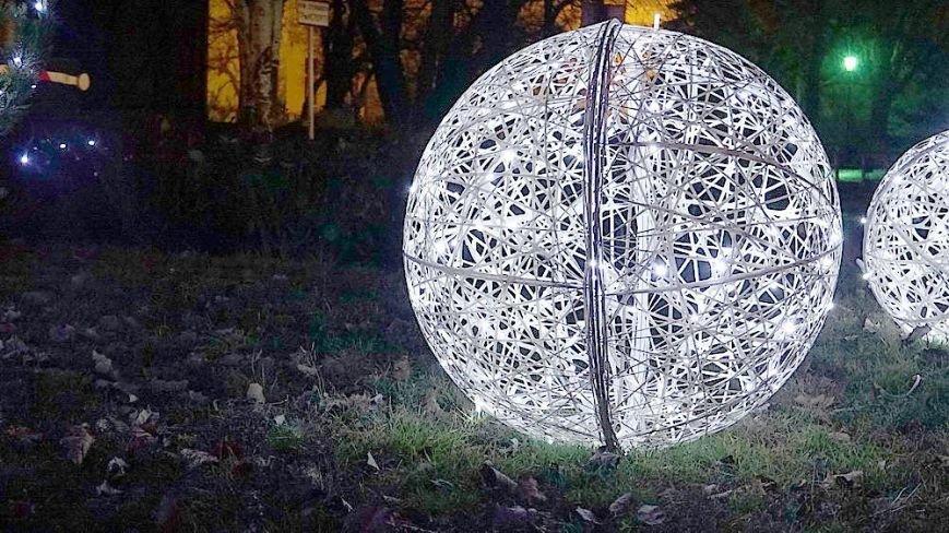 В Мариуполе комбинат им. Ильича сияет новогодней иллюминацией (ФОТО), фото-11