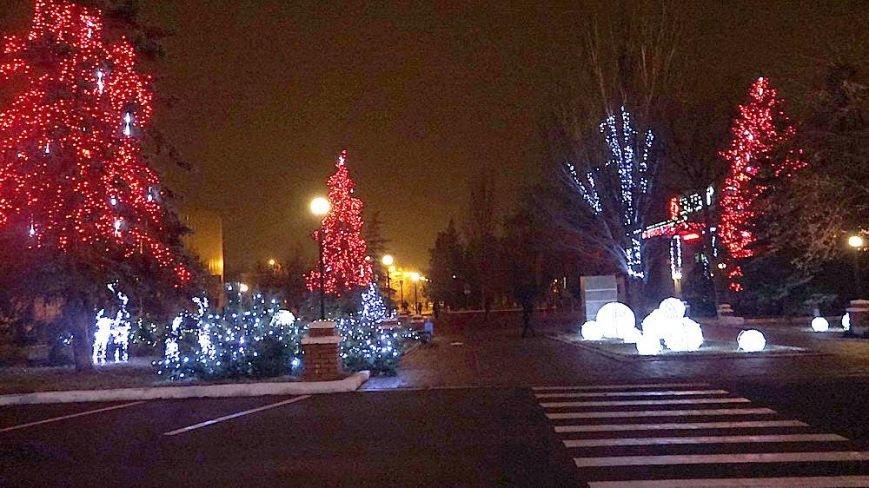 В Мариуполе комбинат им. Ильича сияет новогодней иллюминацией (ФОТО), фото-1