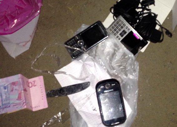Правоохоронці впіймали студента, який перекидав на територію хмельницького СІЗО наркотики (Фото) (фото) - фото 1