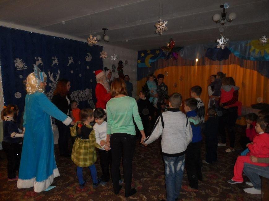 Днепродзержинские студенты поздравили детей из приюта с Днем Святого Николая, фото-1