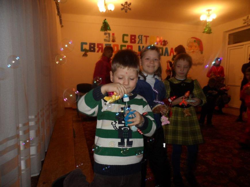 Днепродзержинские студенты поздравили детей из приюта с Днем Святого Николая, фото-2