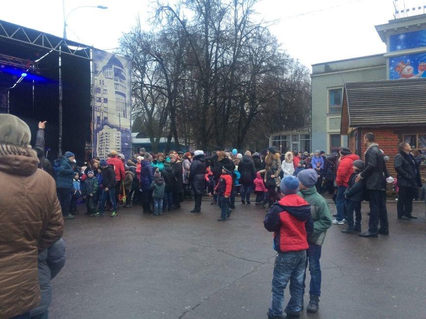У Хмельницькому в День Святого Миколая запалили головну ялинку міста (Фото) (фото) - фото 5