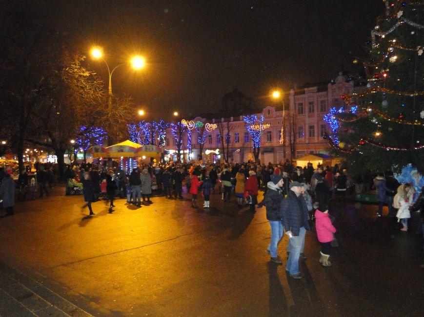 У Хмельницькому в День Святого Миколая запалили головну ялинку міста (Фото) (фото) - фото 2