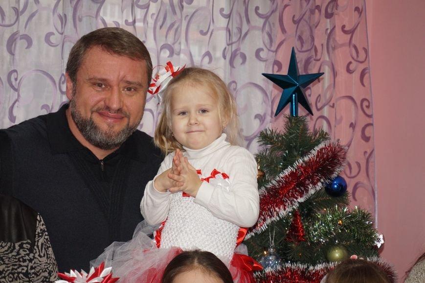Подарки, елка, сладости, - детям из малообеспеченных семей криворожский предприниматель организовал День Святого Николая (фото) - фото 2