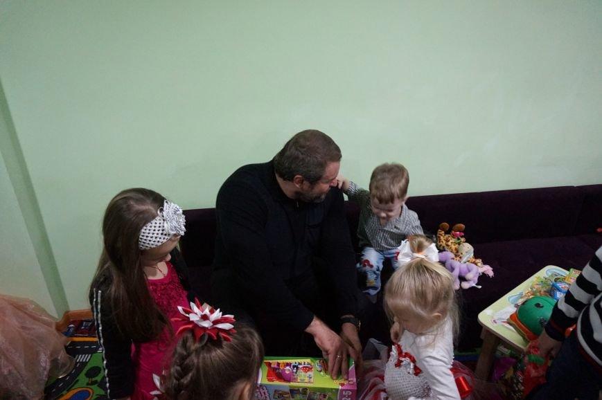 Подарки, елка, сладости, - детям из малообеспеченных семей криворожский предприниматель организовал День Святого Николая (фото) - фото 5