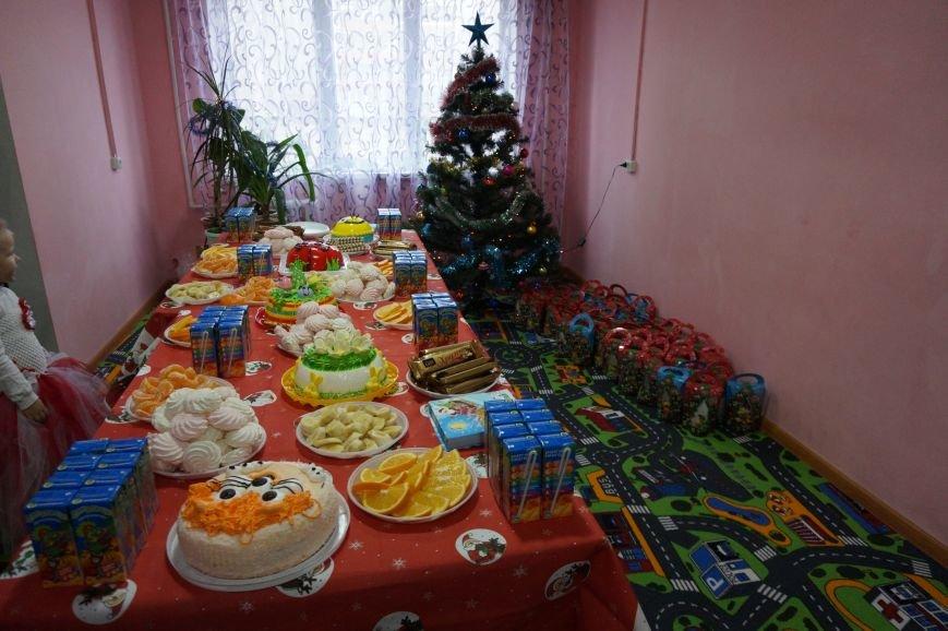 Подарки, елка, сладости, - детям из малообеспеченных семей криворожский предприниматель организовал День Святого Николая (фото) - фото 1