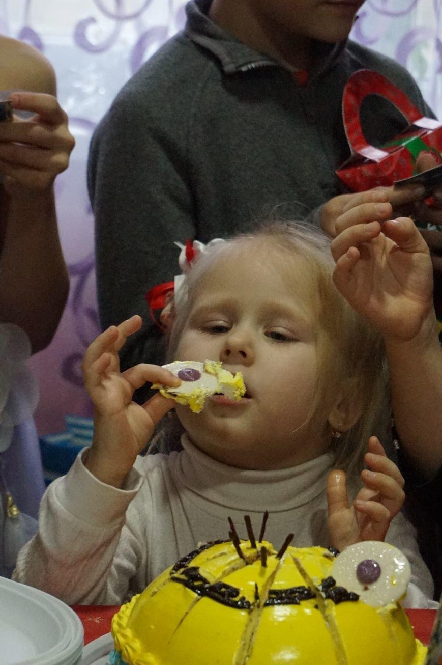 Подарки, елка, сладости, - детям из малообеспеченных семей криворожский предприниматель организовал День Святого Николая (фото) - фото 3