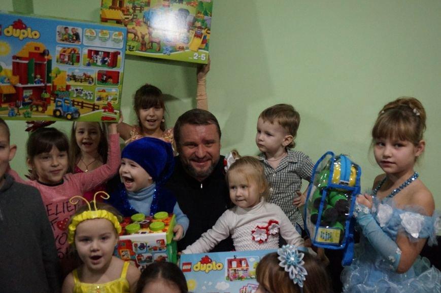 Подарки, елка, сладости, - детям из малообеспеченных семей криворожский предприниматель организовал День Святого Николая (фото) - фото 4