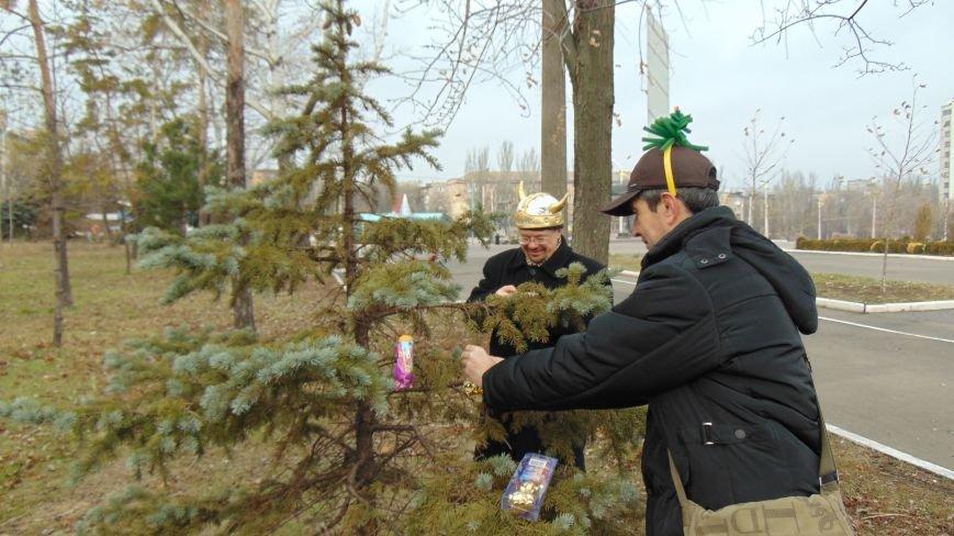В День святого Николая в Мариуполе появилась новая традиция (ФОТОФАКТ) (фото) - фото 1