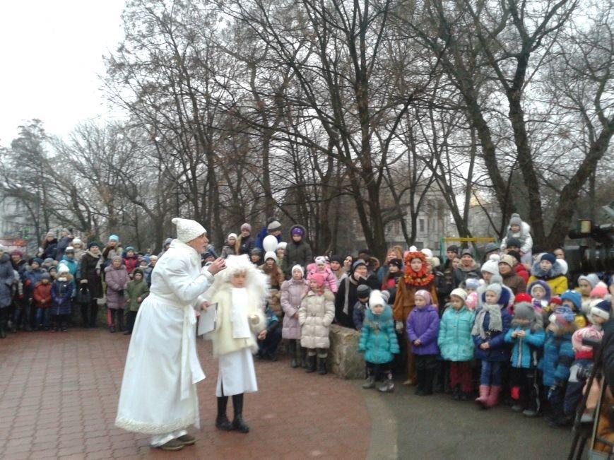 """Новогодний """"городок"""" открылся в центре Павлограда, фото-1"""