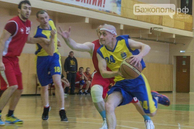 Очередной тур чемпионата области по баскетболу за командой из Полевского (фото) - фото 1