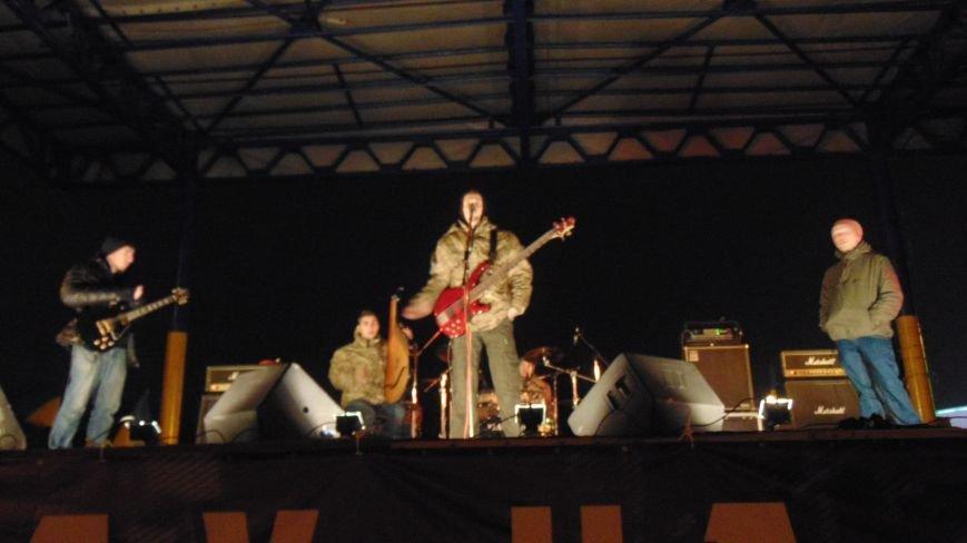 На открытии памятника Святославу Храброму в Мариуполе звучал казацкий рок и melodic-heavy-folk (фото) - фото 1