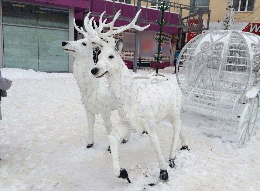 В центре Ульяновска отморозки оторвали рога у новогодних оленей, фото-1