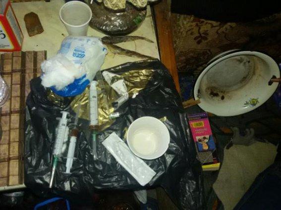 Днепропетровские полицейские ликвидировали деятельность наркопритона (ФОТО) (фото) - фото 2