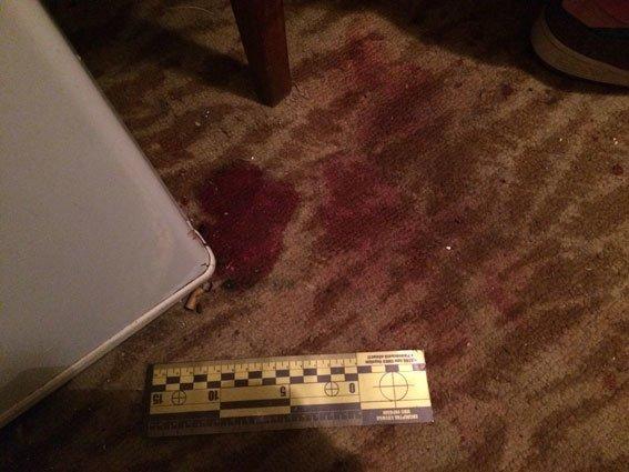 Поліцейські Рівного з'ясовують обставини, за яких отримав смертельне поранення співмешканець (фото) - фото 1