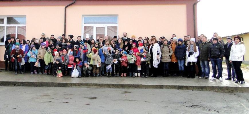 Повний автобус речей, подарунків , а головне - світлих людей прибув вчора з Хмельницького до Соколівської школи-інтернату (Фото) (фото) - фото 12
