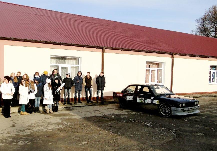 Повний автобус речей, подарунків , а головне - світлих людей прибув вчора з Хмельницького до Соколівської школи-інтернату (Фото) (фото) - фото 9