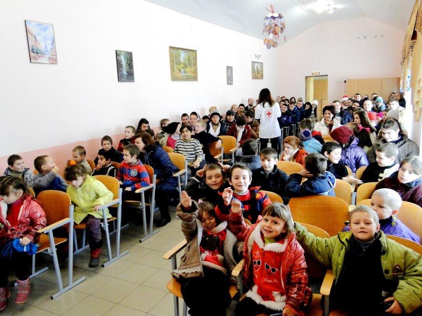 Повний автобус речей, подарунків , а головне - світлих людей прибув вчора з Хмельницького до Соколівської школи-інтернату (Фото) (фото) - фото 2