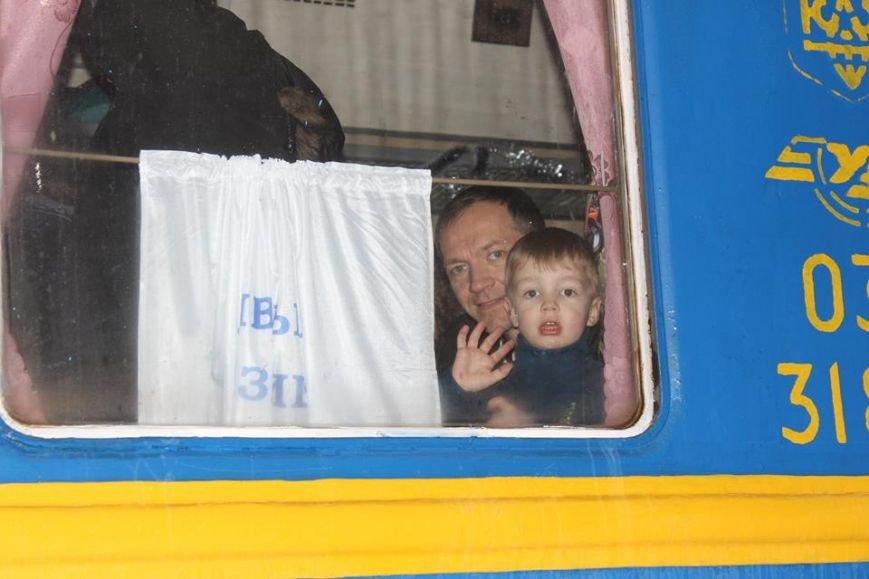 На Львівській залізниці влаштували першу поїздку різдвяним ретро-потягом. Як це було (ФОТО+ВІДЕО), фото-7