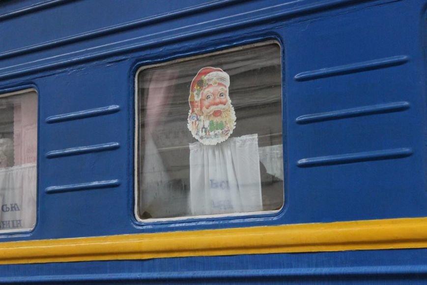 На Львівській залізниці влаштували першу поїздку різдвяним ретро-потягом. Як це було (ФОТО+ВІДЕО), фото-6