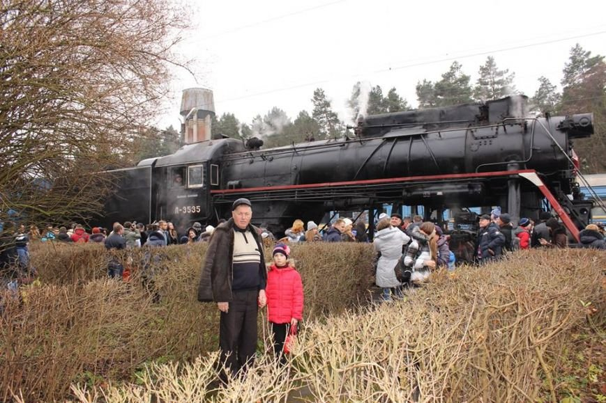 На Львівській залізниці влаштували першу поїздку різдвяним ретро-потягом. Як це було (ФОТО+ВІДЕО), фото-11