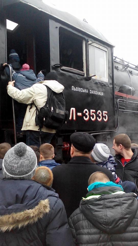 На Львівській залізниці влаштували першу поїздку різдвяним ретро-потягом. Як це було (ФОТО+ВІДЕО), фото-3