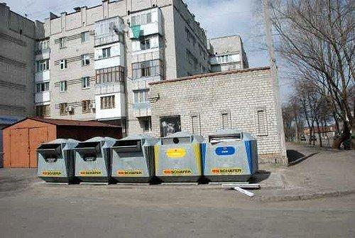 """В Кременчуге спасателям пришлось освобождать бомжа из """"мусорного плена"""", фото-1"""