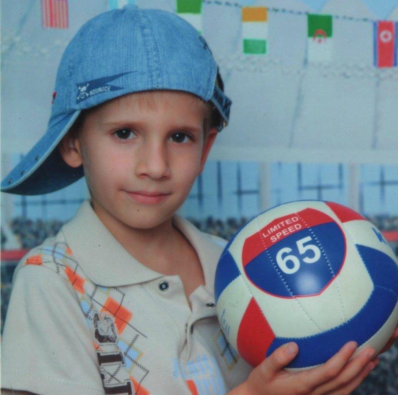 Армавирцев просят помочь  в сборе средств на лечение 10-летнего Геннадия Жарких (фото) - фото 1