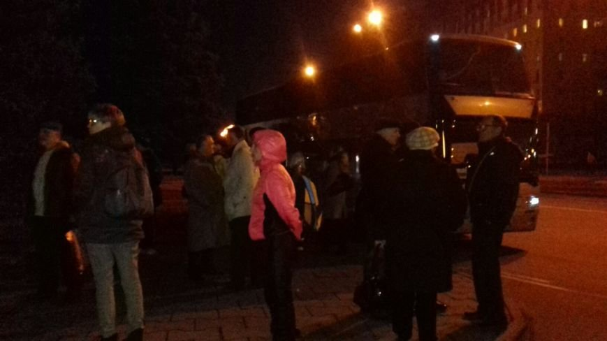 Сотни криворожан выехали в столицу под стены Верховной Рады (ФОТО) (фото) - фото 1