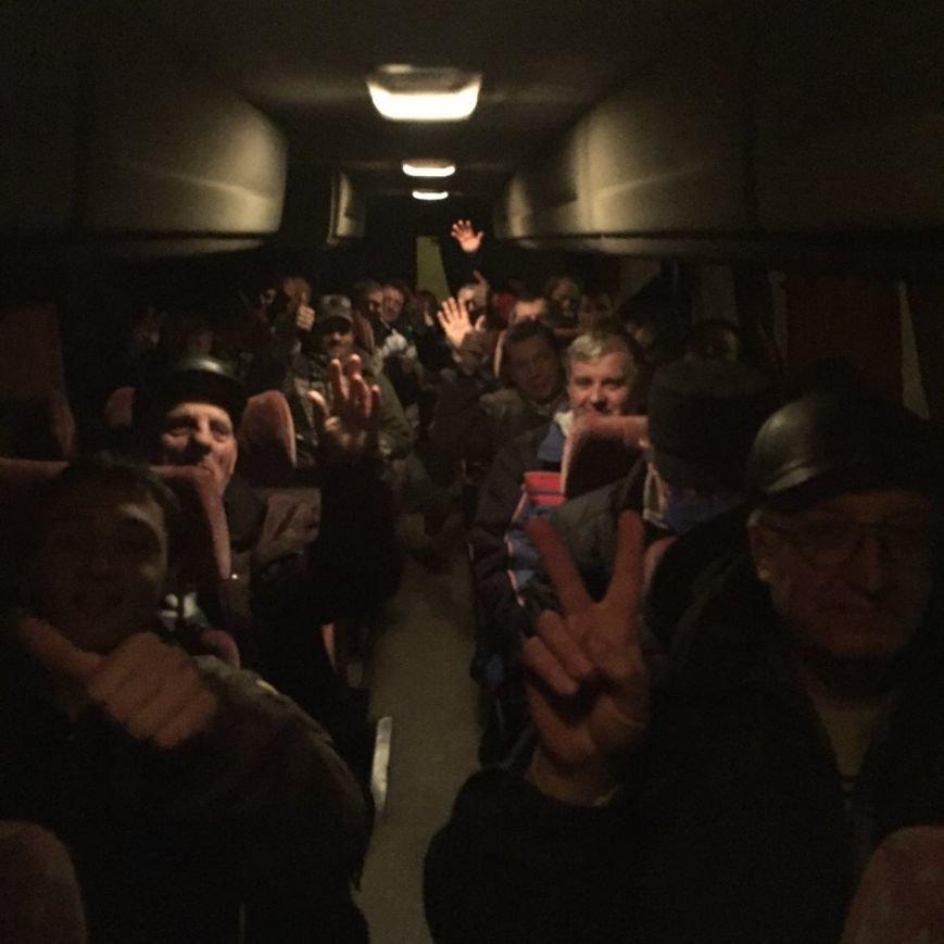 Сотни криворожан выехали в столицу,  чтобы обратиться к  депутатам  Верховной Рады (ФОТО), фото-5